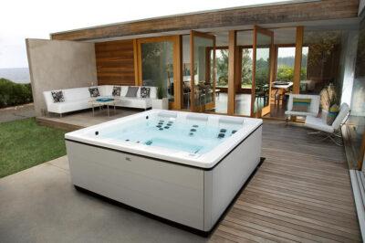 modern-home-hot-tub-960x640